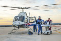 Helikopter und medizinisches Personal